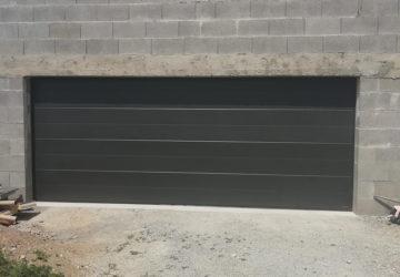 Installation d'une porte de garage dans le 49