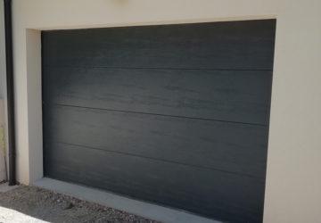 Poseur de porte de garage à Angers, entreprise de menuiserie