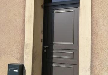 Pose d'une nouvelle porte d'entrée angers, entreprise de menuiserie