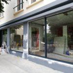 Pose de baies vitrées pour devanture de magasin