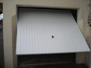 Exemple de porte de garage basculante : avantages et inconvénients
